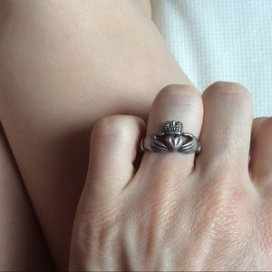 Vintage Jewelry - Irish Claddagh 925 Sterling silver heart ring